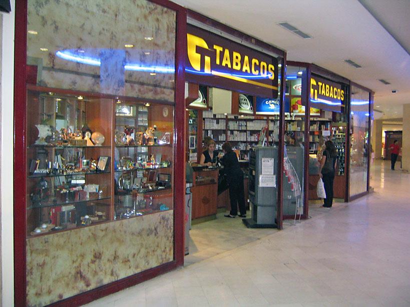 """Boutique del fumador - Expendeduría de tabaco """"La Vaguada"""" Mª. Carmen Rivera Fernández Centro Comercial Madrid 2, Planta Baja, Local 80 - 28029 Madrid Tel.: 91 739 46 03"""